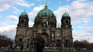 BoRa z profesorem na tle Berliner Dom