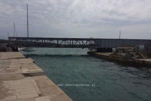 Most między wyspami