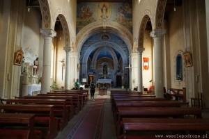Wewnątrz kościoła