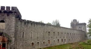 Zamek Bobrów - mury zewnętrzne